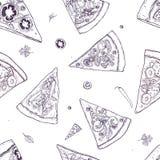 Le modèle sans couture monochrome avec des tranches de différents types et ingrédients de pizza a dispersé autour sur le fond bla Images stock