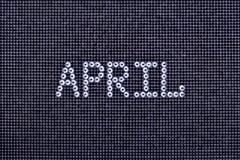 Le mois AVRIL est fait à la couleur en cristal de fausses pierres sur une toile noire Photos stock