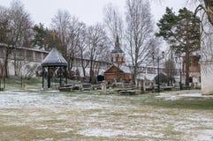 Le monastère dans Staritsa Image stock