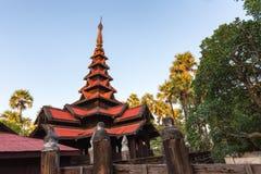 Le monastère de Bagaya Kyaung en Birmanie Images libres de droits