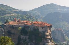 Le monastère de houx de Varlaam a construit sur une roche grande Images libres de droits