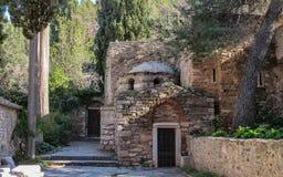 Le monastère de Kaisariani un lieu saint orthodoxe oriental établi du côté nord du bâti Hymettus, près d'Athènes, la Grèce photos libres de droits