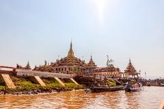 Le monastère de Ngaphe Chaung Photographie stock
