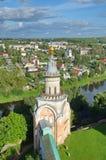 Le monastère de Novotorzhsk Borisoglebsk en Torzhok et rivière Tvertsa, Russie photographie stock
