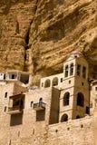 Le monastère grec de St George sur une roche en Wadi Qelt, désert de Judean Photo stock