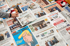 Le Monde com América primeiramente da inauguração do trunfo foto de stock royalty free