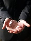 Le monde dans des ses mains Photo stock