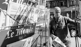 Le Monde som anmäler nolla för invigning för överlåtelseceremoni presidents- Royaltyfri Foto