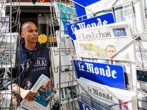 Le Monde som anmäler nolla för invigning för överlåtelseceremoni presidents- arkivbild