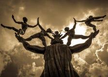 Le monde sur ses épaules photos libres de droits