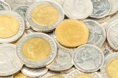 Le monete del primo piano del fondo della Tailandia, baht della Tailandia conia Fotografia Stock
