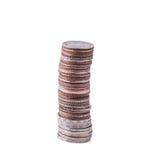 Le monete impilano su fondo bianco Fotografia Stock