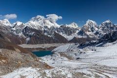 Le mont Everest et paysage de lac Gokyo Image stock