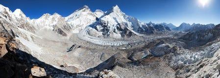Le mont Everest, Lhotse et Nuptse de camp de base de Pumo Ri Photographie stock libre de droits