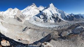 Le mont Everest, Lhotse et Nuptse de camp de base de Pumo Ri Image stock