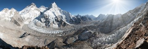 Le mont Everest, Lhotse et Nuptse de camp de base de Pumo Ri Photographie stock