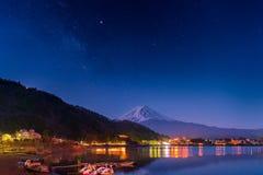 Le mont Fuji et manière laiteuse photo stock