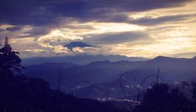 Le mont Kinabalu pendant le début de la matinée Photos libres de droits