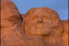 Le mont Rushmore au coucher du soleil clips vidéos