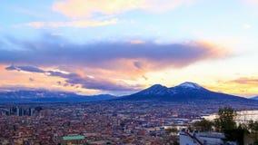 Le mont Vésuve Aube au-dessus de Naples Laps de temps 4K banque de vidéos