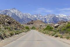 Le Mont Whitney de approche et la sierra orientale Image libre de droits