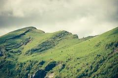 Le montagne abbelliscono l'estate lunatica delle nuvole del tempo Fotografia Stock Libera da Diritti