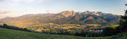 Le montagne d'ispirazione abbelliscono il panorama, la bella estate in Tatr Immagine Stock