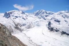 Le montagne della neve & del ghiacciaio Fotografia Stock