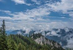 Le montagne delle alpi in Baviera, Germania Immagini Stock