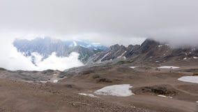 Le montagne delle alpi con nebbia in Baviera Immagine Stock Libera da Diritti
