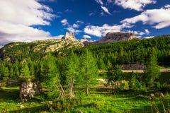 Le montagne delle dolomia da Pordoi passano la strada della montagna, Ital Fotografie Stock Libere da Diritti