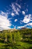 Le montagne delle dolomia da Pordoi passano la strada della montagna, Italia Fotografie Stock