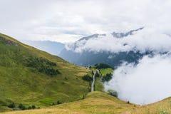 Le montagne di Grossglockner in tempo nebbioso Immagini Stock