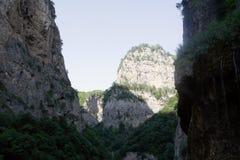 Le montagne e la vegetazione nel Chegem si rimpinzano di, la Cabardino-Balcaria, Russia Fotografia Stock