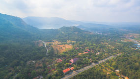 Le montagne e le foreste naturali sono abbondanti Fotografia Stock Libera da Diritti