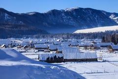 Le montagne ed i mandriani kazaki si dirigono Immagini Stock