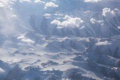 Le montagne ed il cielo da sopra Immagini Stock Libere da Diritti