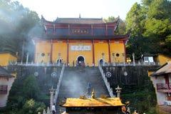 Le montagne famose di buddismo cinese jiuhuashan fotografie stock