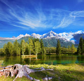 Le montagne innevate Immagini Stock