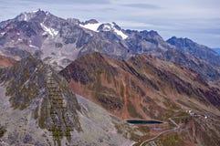 Le montagne intorno a Soelden ricorrono in Otztal, Tirolo, Austria Immagini Stock Libere da Diritti