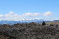 Le montagne si avvicinano alla collina, Montana immagine stock