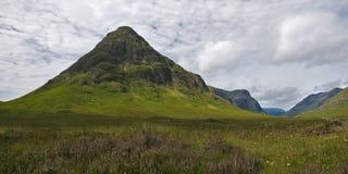 Le montagne si avvicinano alla valletta Coe, Scozia Fotografia Stock