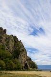 Le montagne sotto il cielo fotografia stock libera da diritti