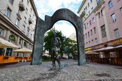 Le monument à Bulat Okudzhava dans le pereulok de Plotnikov Image stock