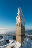 Le monument à côté de l'émetteur a plaisanté dans l'horaire d'hiver, Liberec Photographie stock libre de droits