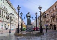Le monument à l'auteur Gogol images libres de droits