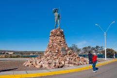 Le monument à l'indigène de Tehuelche images stock