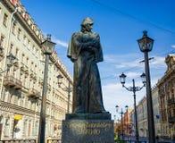 Le monument à N V gogol photographie stock