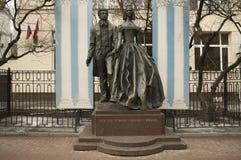 Le monument à Pushkin et à Goncharova Images stock