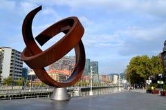 Le monument a appelé la «La Esfera de Variante Ovoide de la Desocupacion De» à Bilbao, Espagne Images libres de droits